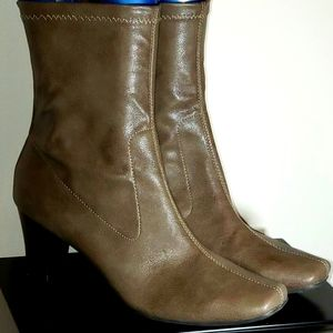 New! Woman's AEROSOLE Fleece Lined Stretchy Boots!